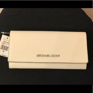MICHAEL KORS Jet Set Travel Carryall Wallet